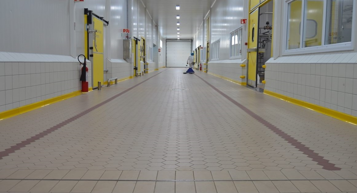 What Are The Differences And Advantages Of Epoxy or Tile Floor?